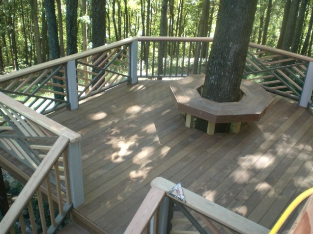 Deck with Chippendale Handrail